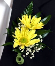 Simple daisy boutonniere for prom, homecoming and weddings