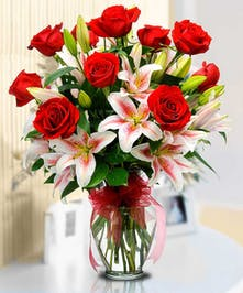 I Love You - roses, starfighter lilies, glass vase