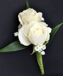 Classic spray rose boutonniere